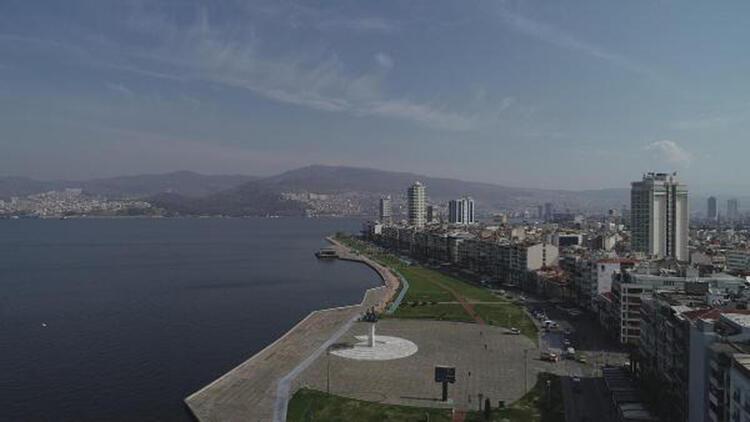 İzmir'de meydanlar bomboş