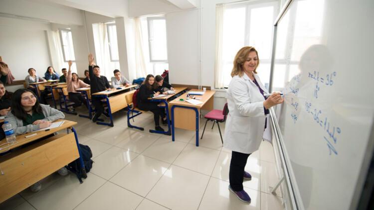 Bakan Selçuk: Ücretli öğretmenlerin maaşlarıyla ilgili çalışma yapılıyor