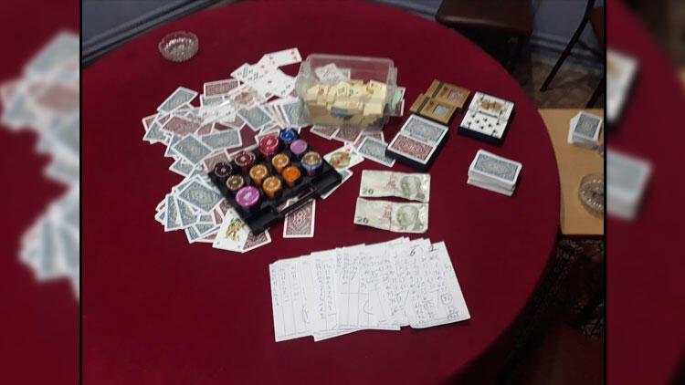 Kahveye çevrilen dairede kumar oynayanlara 'koronavirüs' cezası da kesildi