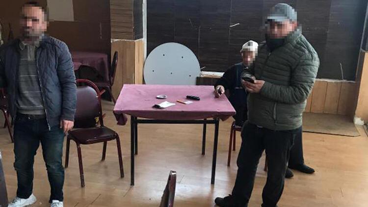 Fatih ve Sultanbeyli'de koronavirüs tedbirlerine uymayan kahvehanelere ceza kesildi