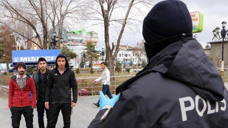 Erzurum'da 2 kişiden fazla bir arada yürüyenleri polis uyardı