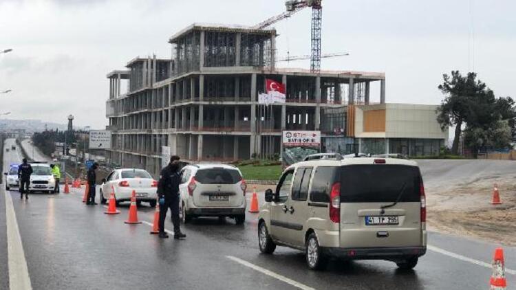 Tuzla'da izin belgesi olmayanların şehir dışına çıkışlarına izin verilmedi