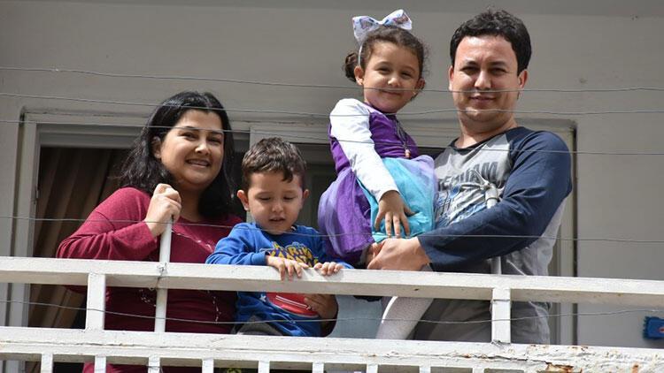 Marmaris'te kız çocuğuna komşularından balkonlardan sürpriz doğum günü