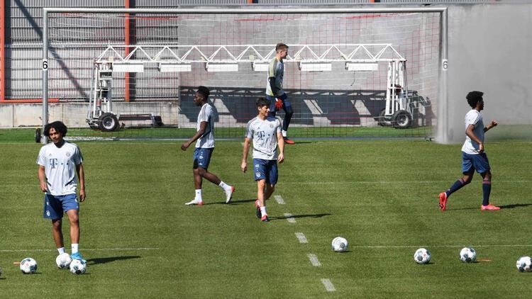 Bayern Münih, sosyal mesafe kuralına uyarak antrenmanlara başladı