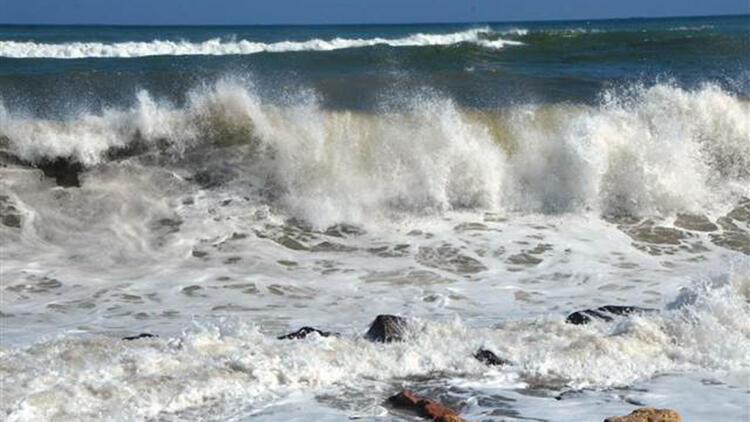 Fatsa'da dev dalgalar karayoluna ulaştı