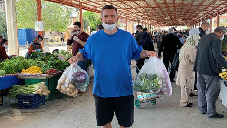 Lukas Podolski, corona virüste pazara gidip paylaşımda bulundu