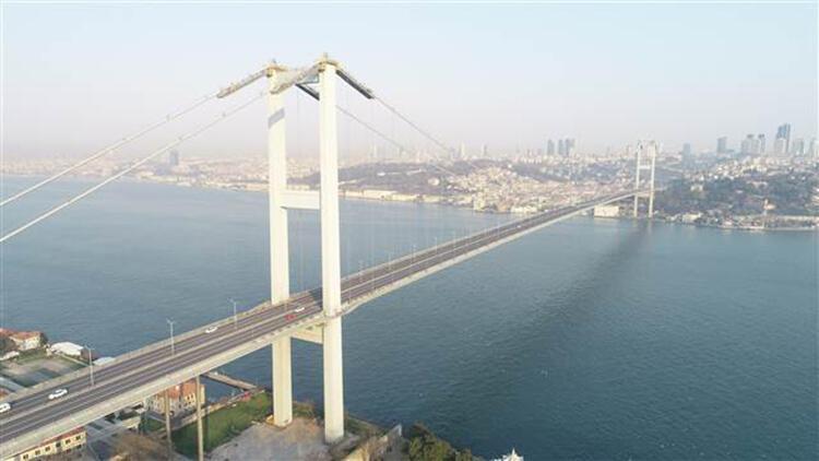 Sokağa çıkma yasağı nedeniyle boş kalan 15 Temmuz Şehitler Köprüsü havadan görüntülendi