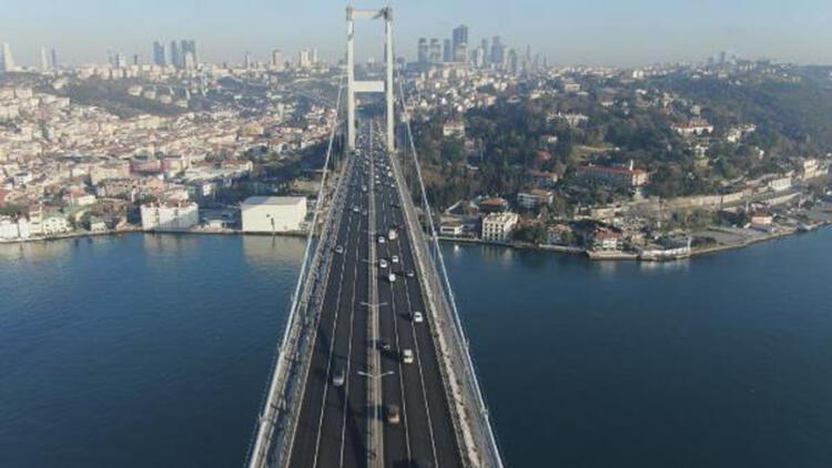 15 Temmuz Şehitler Köprüsü'ndeki pazartesi trafiği havadan fotoğraflandı