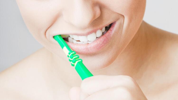 Ağız ve diş sağlığı hakkında doğru bilinen 25 yanlış