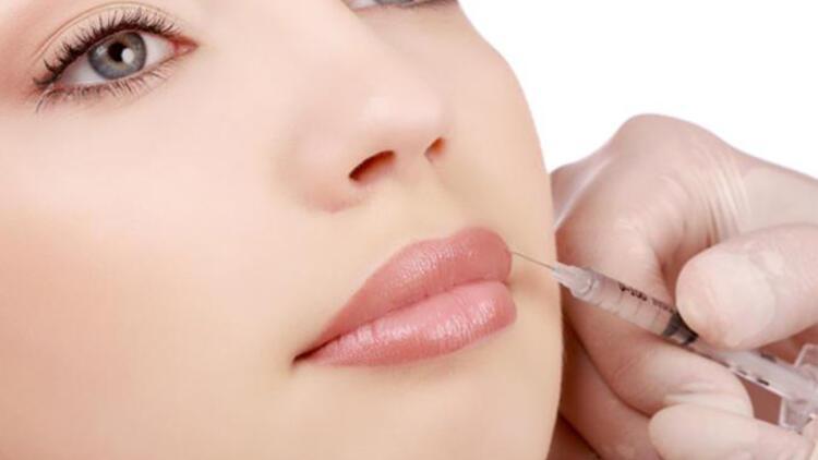 Dolgun dudakların güzelliğe katkısı