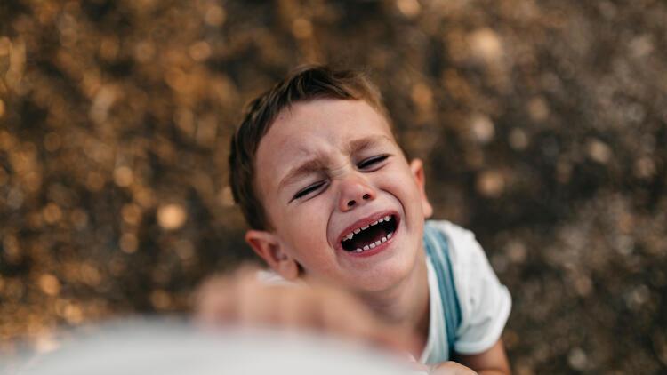 Ağlayan çocuklardan bağıran, vuran çocuklara