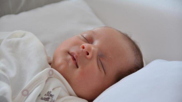 Yeni doğan bebeklerde uyku problemlerini çözmek için 5 temel prensip