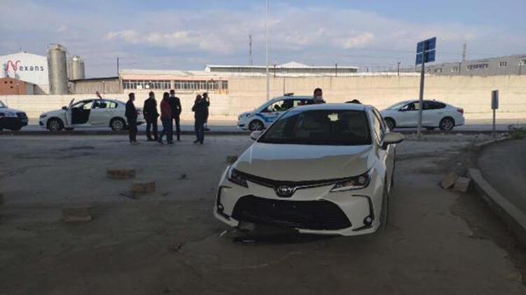 Beton dubalara çarpan alkollü sürücüye 1200 lira ceza