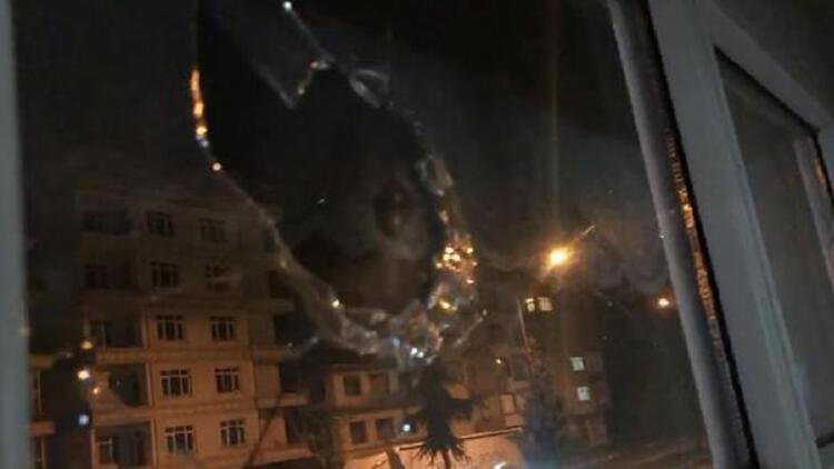 Havaya açılan ateş sırasında evin camına mermi isabet etti