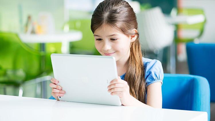 Çocuğunuzun gözlerini dijital ekranın zararlarından koruyacak öneriler