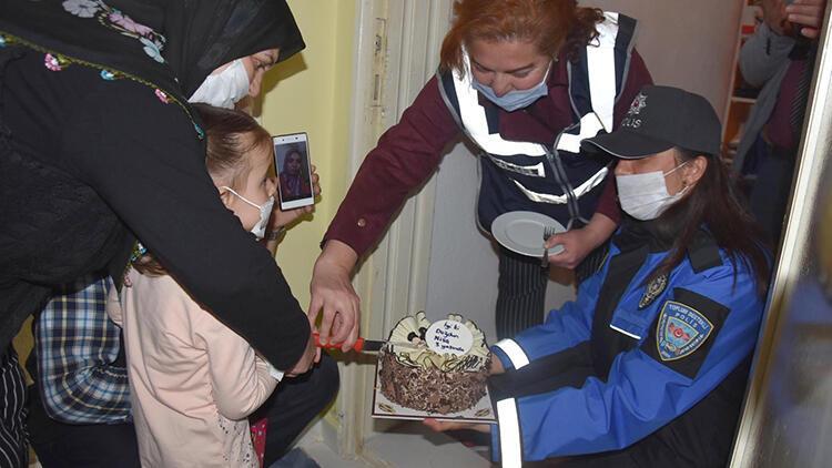 Ayşe hemşire, polisin kızına doğum günü sürprizini gözyaşlarıyla izledi