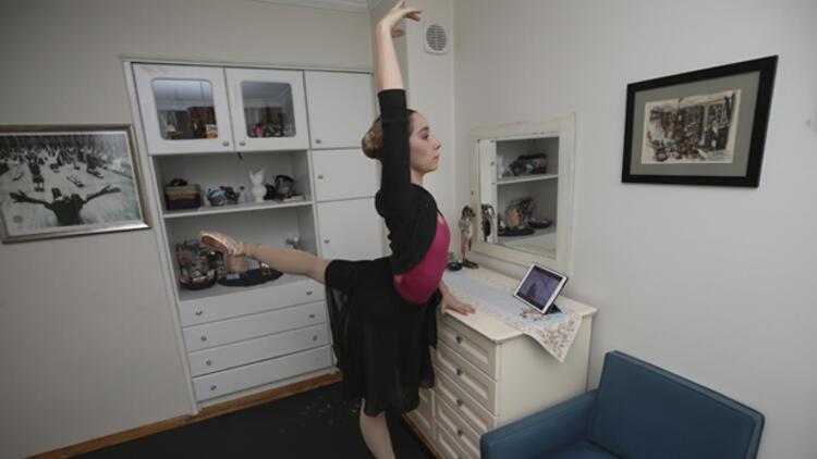 Korona günlerinde evi bale stüdyosu oldu