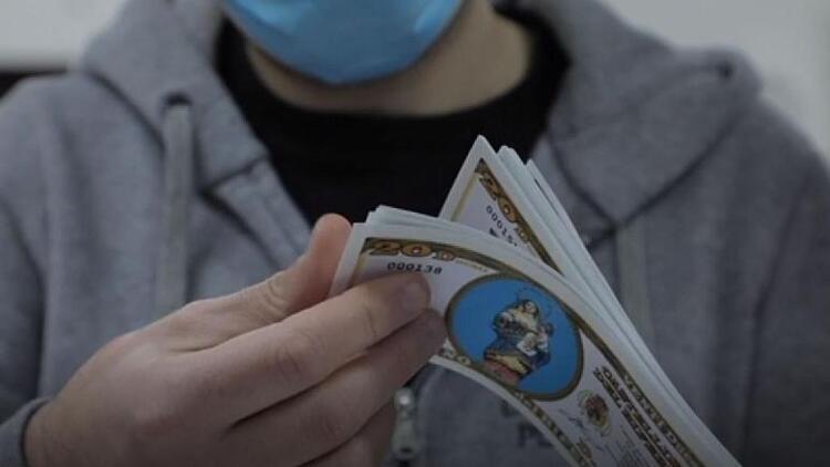 Corona virüsle mücadelede ilginç yöntem! 550 kişilik kasaba kendi parasını basmaya başladı