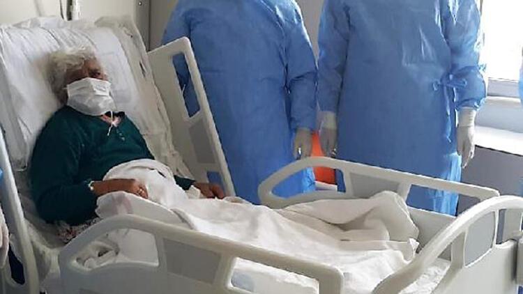 99 yaşındaki Safiye Nine, koronavirüsü yendi