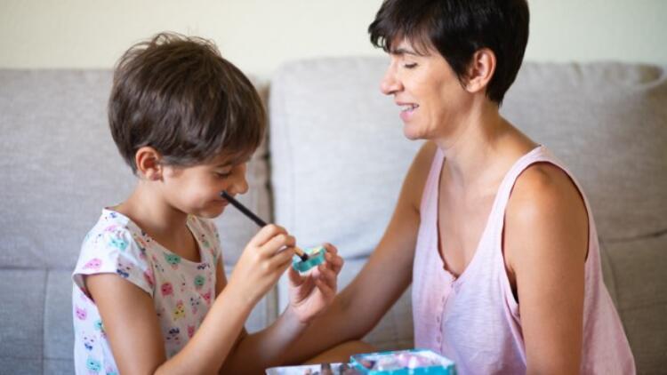 Eve Kapanan Otizmli Çocuklar için Ebeveynlere 9 Tavsiye