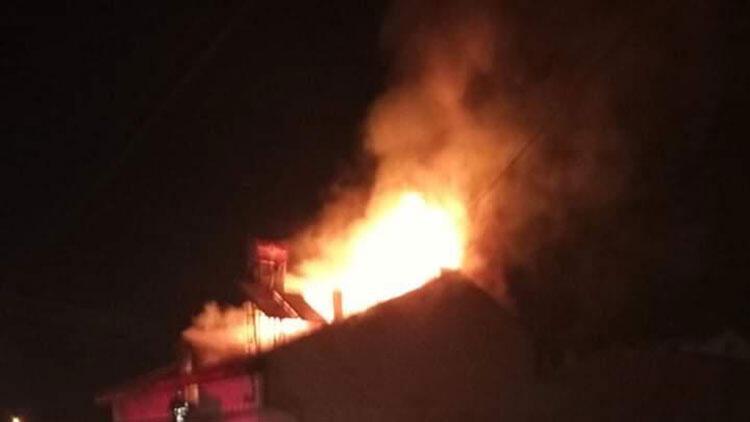 Bursa'da evin çatısında çıkan yangın korkuttu