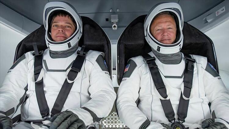 Astronotlar SpaceXin insanlı test seferi için karantinaya girdi