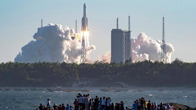 Fildişi Sahili'nde köylere düşen Çin roketi artıkları endişeye yol açtı