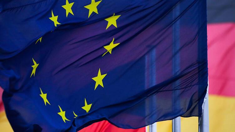 Almanya'da, ülke bayraklarını yakana hapis cezası