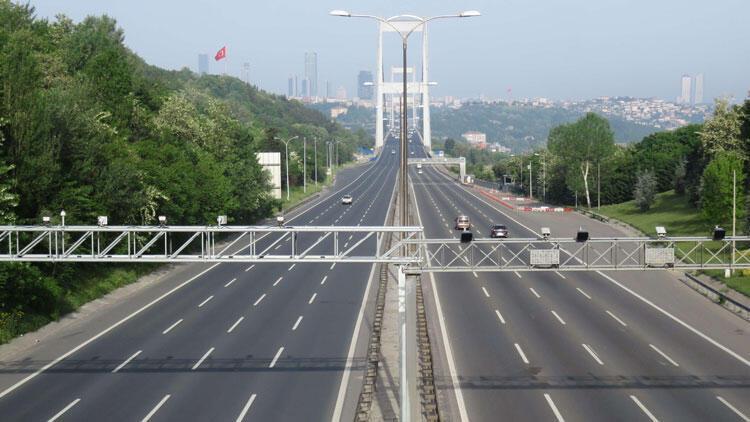 İstanbul'da sokağa çıkma yasağının 2.gününde yollar boş kaldı