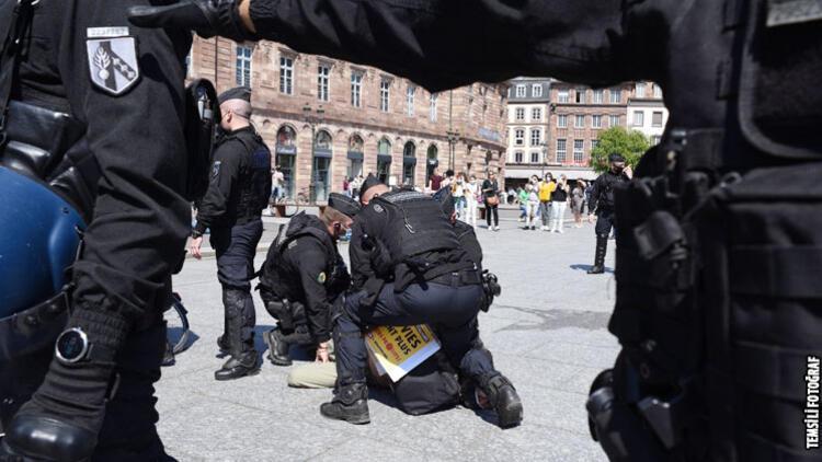Paris'te polis şiddetine karşı olaylı gösteri