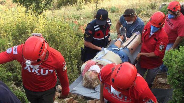Dağlık alanda mahsur kalan kadın ve oğlu kurtarıldı
