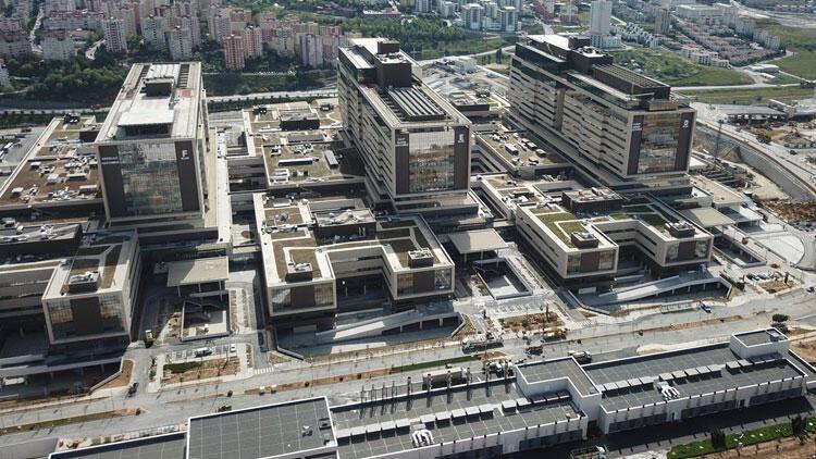 Başakşehir Şehir Hastanesi'nin tabelası asıldı! İşte son fotoğraflar...