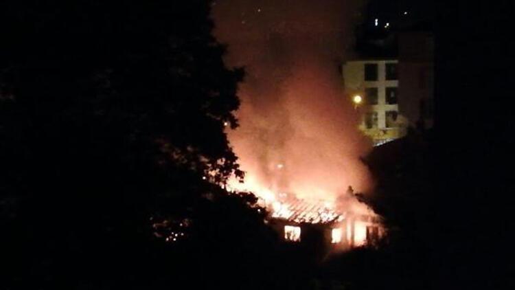 Bolu'da sahur vaktinde yangın paniği