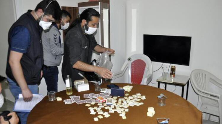 Bir odada kumar oynayan 17 kişiye 53 bin 550 lira para cezası