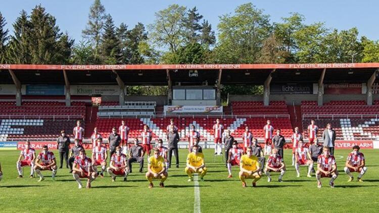 Würzburger Kickers sosyal mesafeli takım pozu verdi! Tarihte ilk...