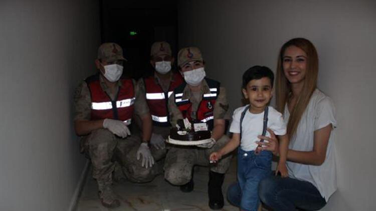 Suriye'de görev yapan uzman çavuşun oğluna, doğum günü sürprizi