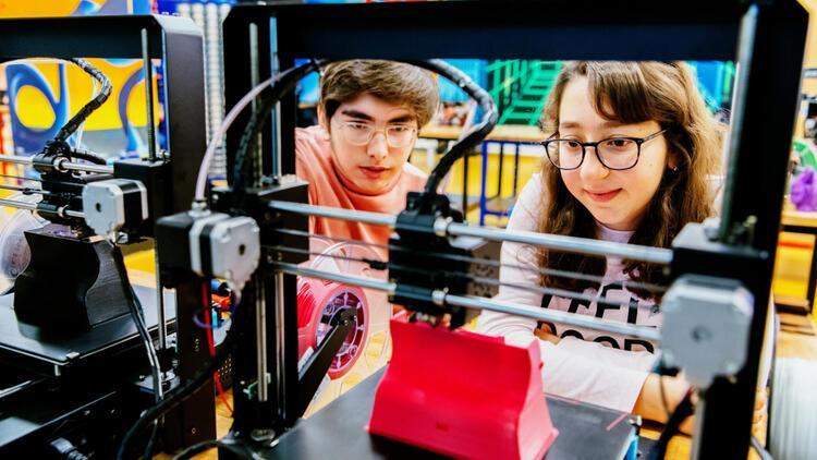 Liseli gençlere çevrimiçi yazılım ve donanım eğitimi