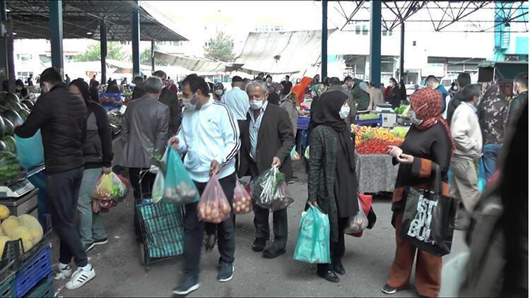 Karabük'te kısıtlama öncesi pazara akın ettiler