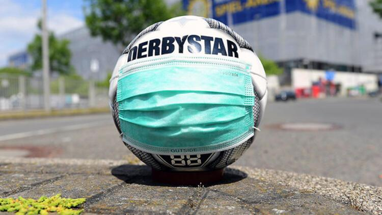 Bundesliga'da Türkler oynamadı, karton taraftar başladı