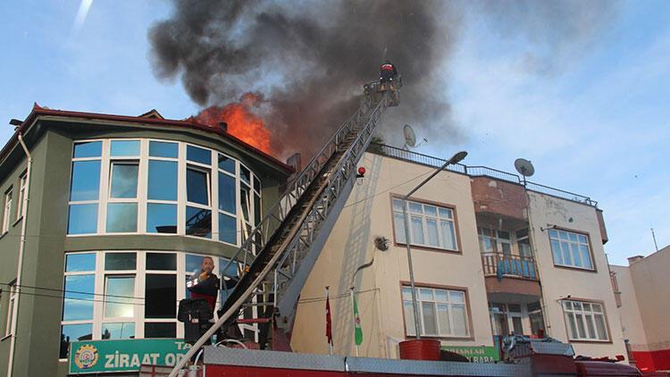 Amasya'da binanın terasında yangın
