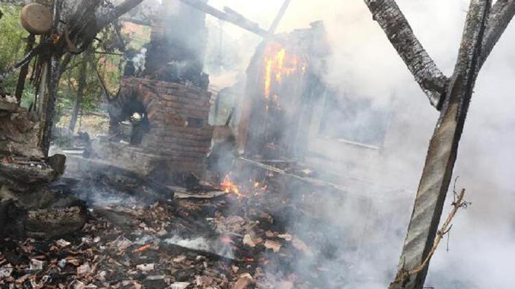 Amasya'da aynı gün 2 bağ evi yandı
