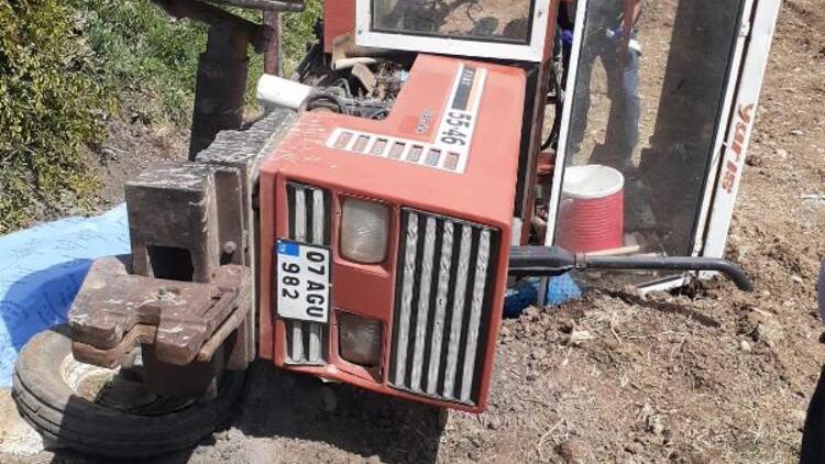 Devrilen traktörde anne öldü, kızları yaralandı