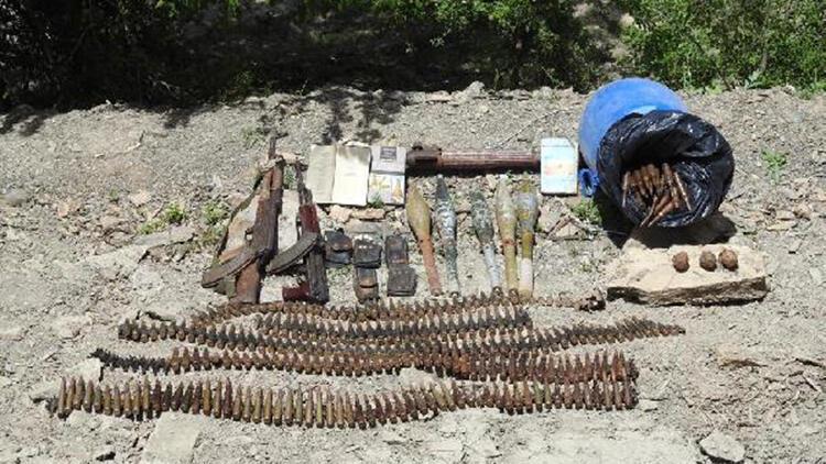 Hakkari'de PKK'lı teröristlerin silah ve mühimmatı bulundu