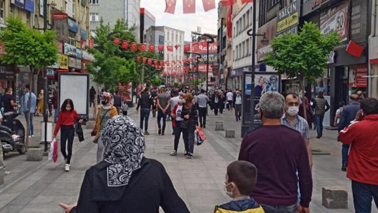 Karabük'te caddeler doldu
