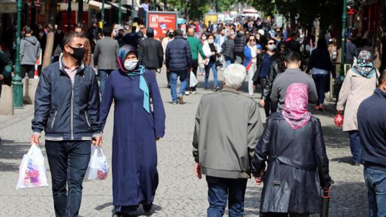 Eskişehir'de yasak sonrası sokaklar doldu