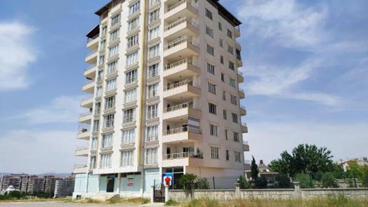 Kahta'da 12 vaka olan 9 katlı bina karantinaya alındı