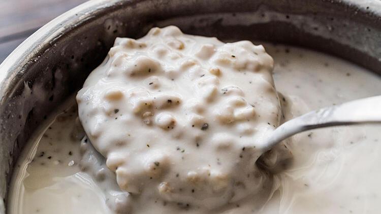 Yaklaşan yaz sıcaklarına pratik çözüm: Soğuk ayran çorbası