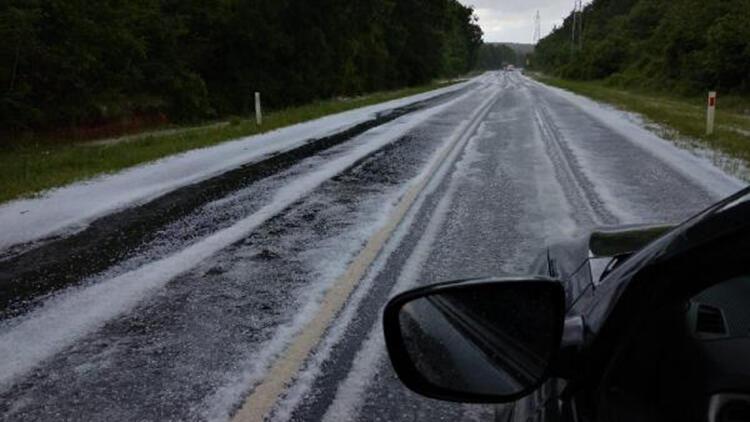 Çatalca'da dolu: Yollar beyaza büründü, sürücüler zor anlar yaşadı