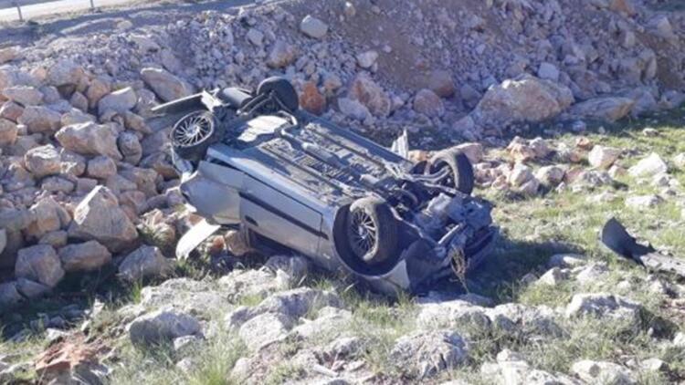 Sivas'ta otomobil şarampole devrildi: 4 yaralı
