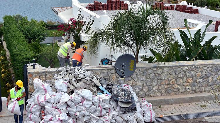 Yılmaz Özdil'in villasındaki kaçak eklentilerin yıkımı sürüyor